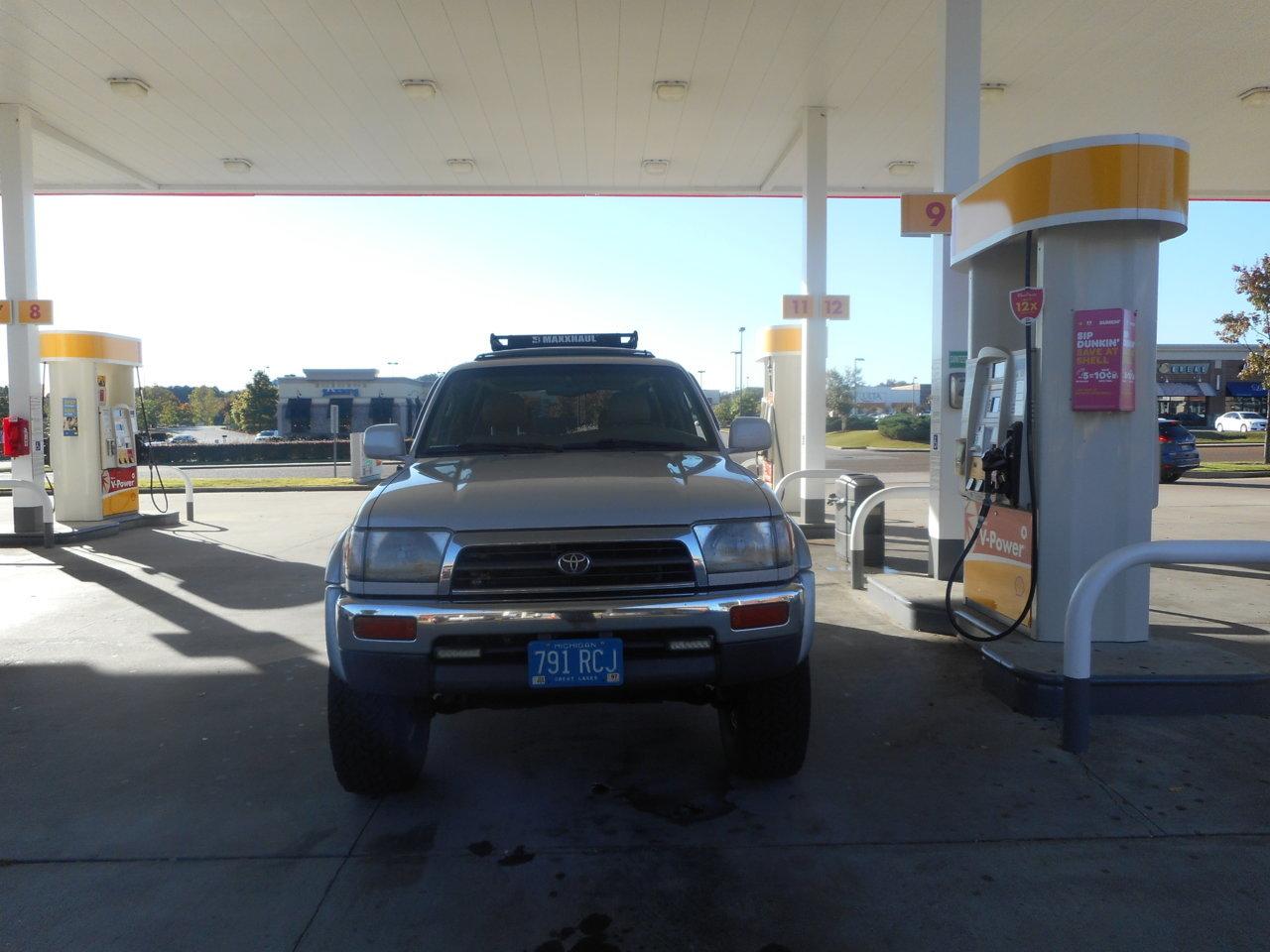 4runner fuel stop.jpg