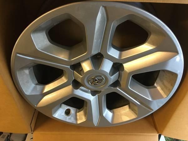 Stock 4runner Wheels.jpg